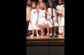 feature-4-year-old-moana-kindy-performance