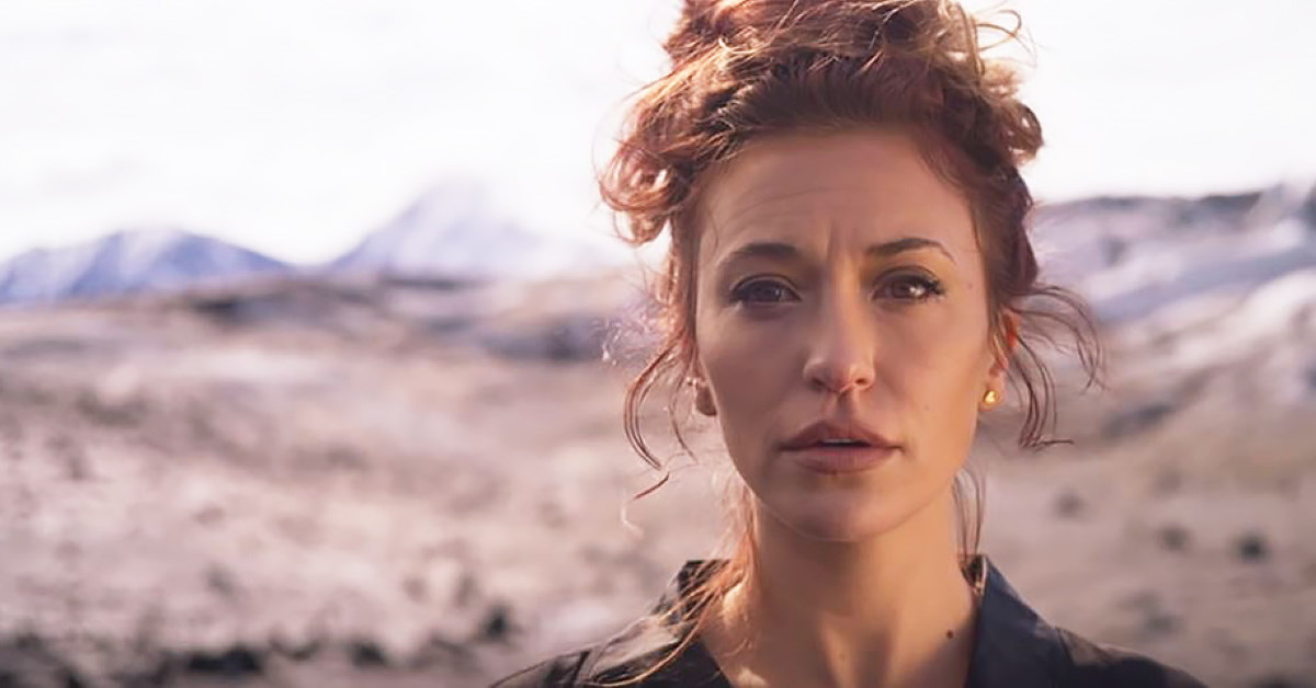 The Raw Emotion You Hear in Lauren Daigle's 'Rescue' – is Personal